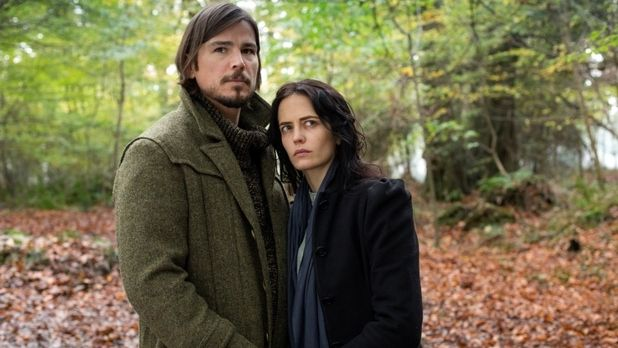 Penny Dreadful season 2 gets new UK air date following US delay, plus the new trailer.