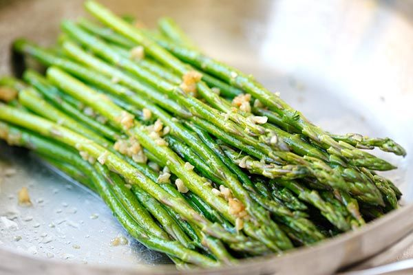 Garlic Butter Sauteed Asparagus - the easiest  & healthiest asparagus recipe ever, takes only 10 mins to prep. Quick, fresh, and delicious | rasamalaysia.com