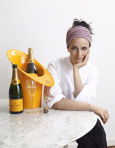 La brésilienne Helena Rizzo qui officie aux fourneaux du restaurant Mani à Sao Paulo a été distinguée meilleure femme chef au monde. http://www.elle.fr/Elle-a-Table/Les-dossiers-de-la-redaction/News-de-la-redaction/La-meilleure-femme-chef-du-monde-est-bresilienne-2696531