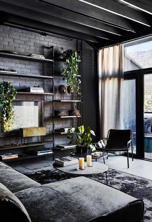 An Industrial Style Apartment With A Monochrome Palette In 2020
