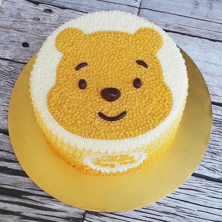 Lovable Winnie the Pooh Cake