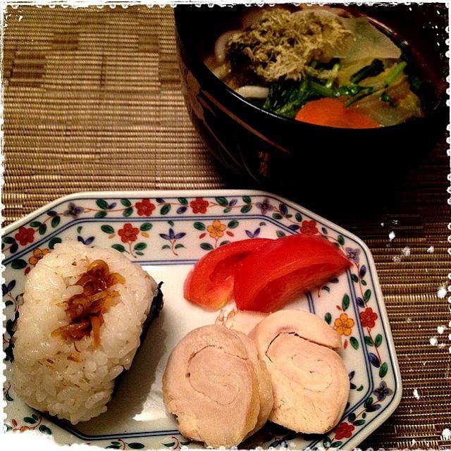 娘と2人の夕飯は、昨夜のお鍋残りスープに入れたうどんと残りご飯でおむすび(*^^*) - 18件のもぐもぐ - 鶏ハム、生姜おむすび、とろろと野菜のうどん by ulysses