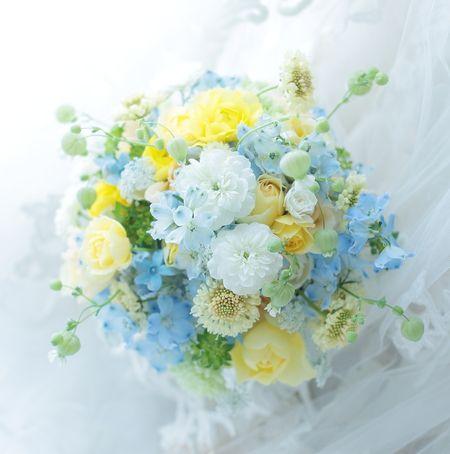 東京會舘さまへ、シェアできるブーケでおつくりしました。5つの小さな花束になります。では、今日もお疲れ様でした。東京は雨の一日。皆様お風邪を召されませぬよう...