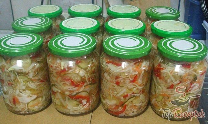 Finom csalamádé uborkából, paprikából, káposztából és répából