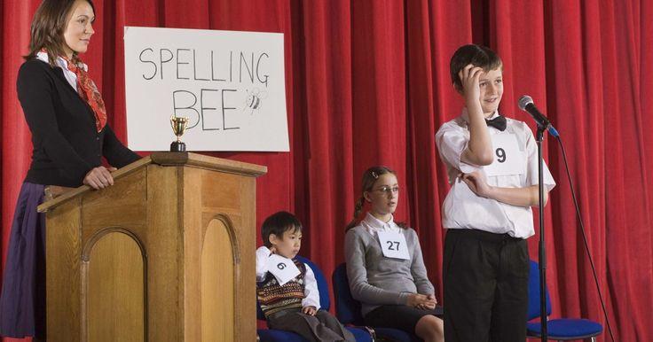 """Juegos de Spelling Bee (deletreo). Los concursos de deletreo de palabras son de las actividades más populares y reconocidas para los niños en las escuelas. De acuerdo con el libro Grande de exámenes de deletreo, que escribió Odin Hargraves, """"Si bien hay algunos giros nuevos (en el concurso de deletreo), el mismo principio básico se ha mantenido vigente desde mediados del siglo XX"""". ..."""