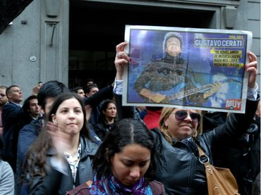 Madre de Gustavo Cerati afirma que muerte de su hijo le recordó a Gardel #RazaMusical http://www.razamusical.com/madre-de-gustavo-cerati-afirma-que-muerte-de-su-hijo-le-recordo-gardel/ vía @RazaMusical
