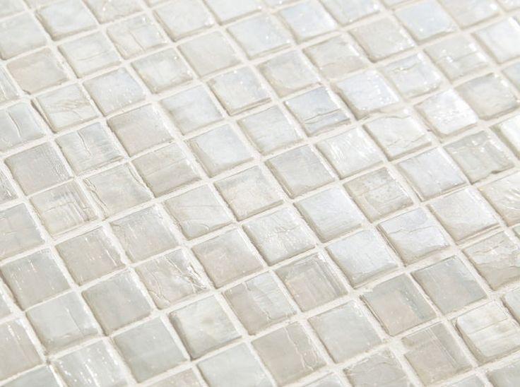白色ガラスタイルのアーバンホワイト15mm角