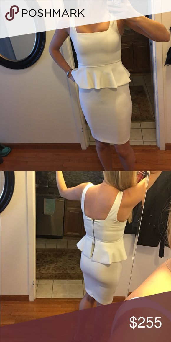 Alice & Olivia White Peplum Dress 👗 This dress has some great stretch and fits true to size. Alice + Olivia Dresses Midi