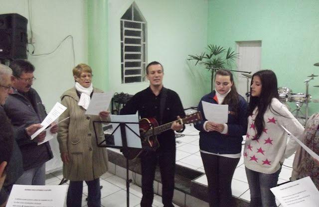 Leandro Luiggi : Aula de música com amigos na Igreja Betel.