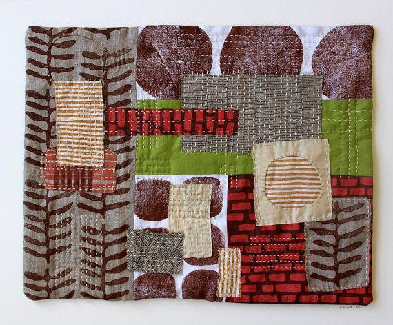 Partie de ma série 5 de lautoroute, ce collage original combine mes imprimés à la main (bloc imprimé et sérigraphie) textiles et broderie détaillée