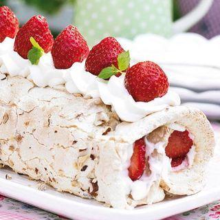 En lättbakad tårta som enkelt kan varieras med olika bär, t ex hallon och blåbär.
