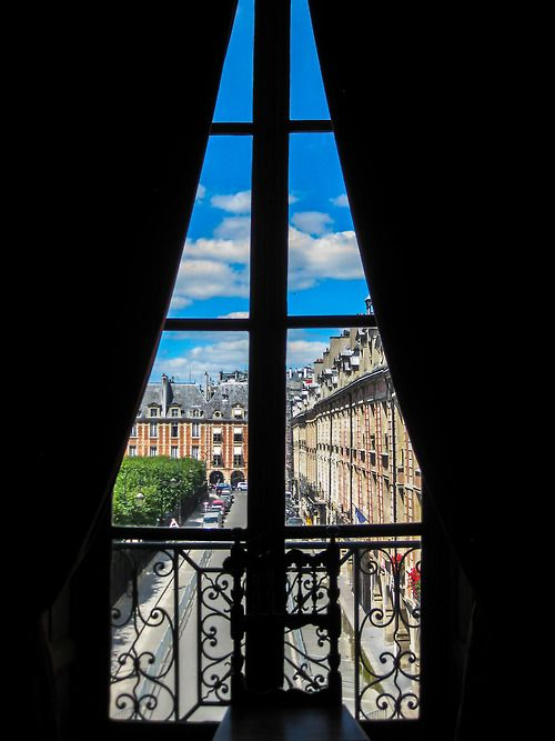 La maison de Victor Hugo. View of Place de Vosges from the Red Drawing room. Paris. Photo by Amber Maitrejean