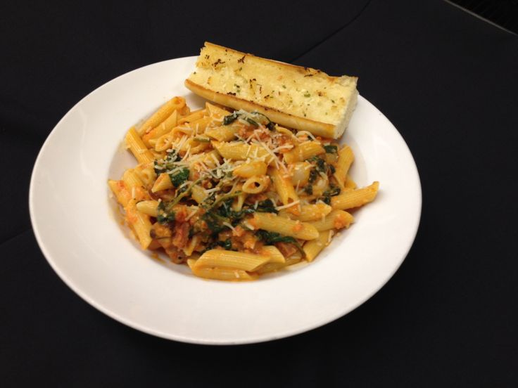 Penne Pasta tossed with prawns, chorizo, pearl onion, roasted garlic cloves and spinach in tomato cream sauce. Served with garlic buttered baguette. A glass of our Spanish, Castille de Almansa Reserva is perfect with this prawn & chorizo pasta.