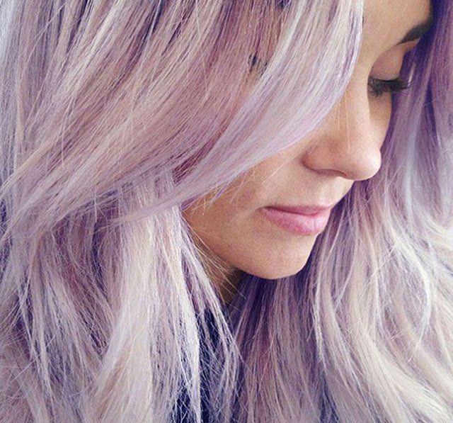 Nieuwe haarkleur? Wat dacht je van paars? Laat je inspireren door deze 12 lange kapsels met een paarse haarkleur!