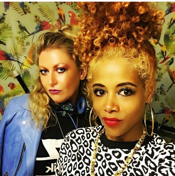I'm obsessed with Kelis' hair!! The color! The curls!