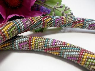 Perlenzauber: Häkelei: Farbe ins Grau: Beads Glories, Beads Addiction, Beads Inspiration, Beads Crochet, B Did Crochet, Beads Ropes, Beads Necklaces, Crochet Beads, Beads Work