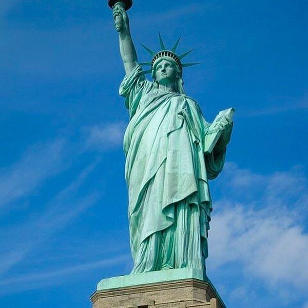 📸: Statue of Liberty, sitting pretty in New York Harbor 🗽www.thegirlswhowander.com #ladyliberty #statueofliberty #newyork #newyorkcity #usa