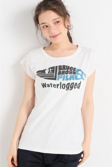 BBF SURF LOGO F/S Tシャツ  BBF SURF LOGO F/S Tシャツ 3888 simplicteBRUCE BROWN FILMSコラボアイテム ヴィンテージ風のプリントが大人っぽく着て頂けるTシャツ 袖はフレンチスリーブでカジュアルな中にも女性らしさを感じさせます リラックス感のあるシルエットがこれからの季節にぴったりの1着です BRUCE BROWN FILMS 約60年前にブルースブラウンフィルム映画製作会社が設立された ブラウンは親に見せる為にサーフィンを撮り始めた まだサーフィンが知られていない50年代の事だ サーフィンを撮り続けサーフィン映画という新しいジャンルを確立していく ブラウンの作品はライディングをつなげたただの記録映画ではなくストーリーがあり そしてユーモアがあった ライフスタイルドキュメンタリーが多く世に出る中 The Endless Summer(1964)On Any Sunday(1971) の作品がアカデミー賞を受賞 ブラウンのクラシカルなフィルムおよびライフスタイルは 未来の世代へ継がれ愛されることでしょう…