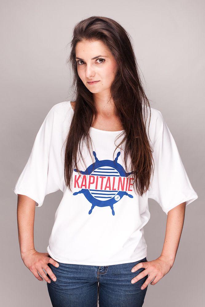 """Bluzka w stylu marynarskim z napisem """"KAPITALNIE""""  www.farsa.eu"""
