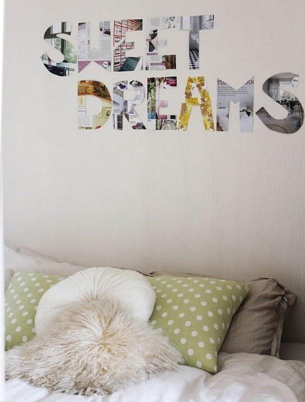 Slaapkamer met tekst boven bed.