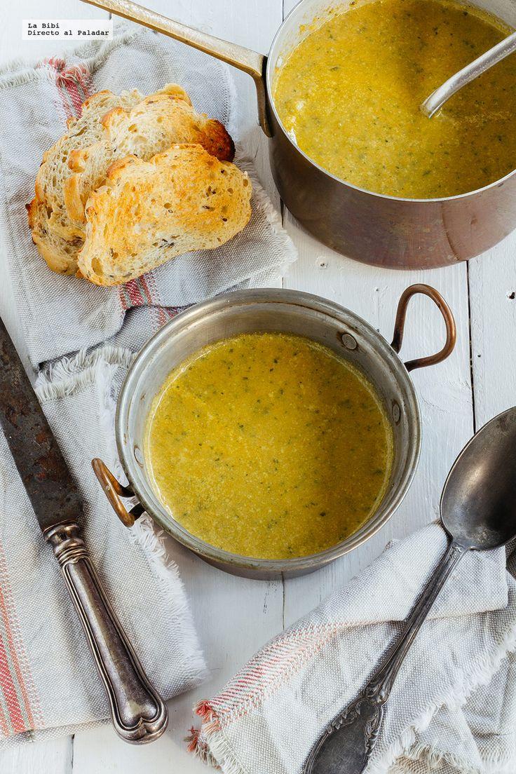 Cómo hacer una clásica sopa de verduras casera. Receta con fotografías de cómo hacerla y recomendaciones de cómo servirla. Recetas de sopas. R...