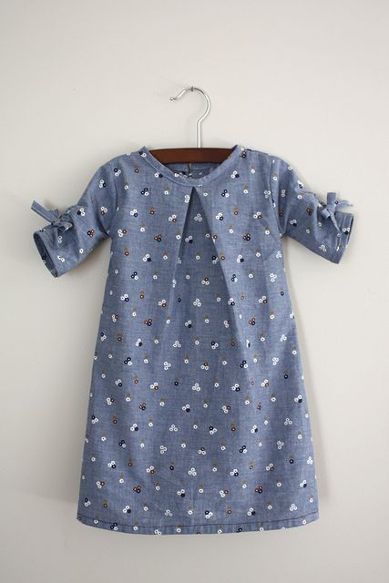 could be easy to make. One big ol' inverted pleat in front, cute ruche details on sleeves.
