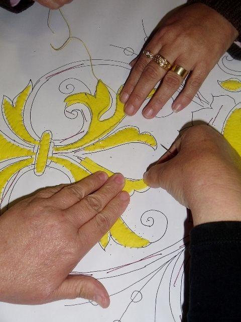 Nuestras Hermanas han dado las primeras puntadas de una nueva saya en el taller de bordados de nuestra Hermandad. Se trata de una pieza...