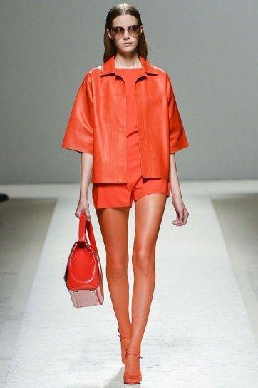 Outfit e borsa arancione