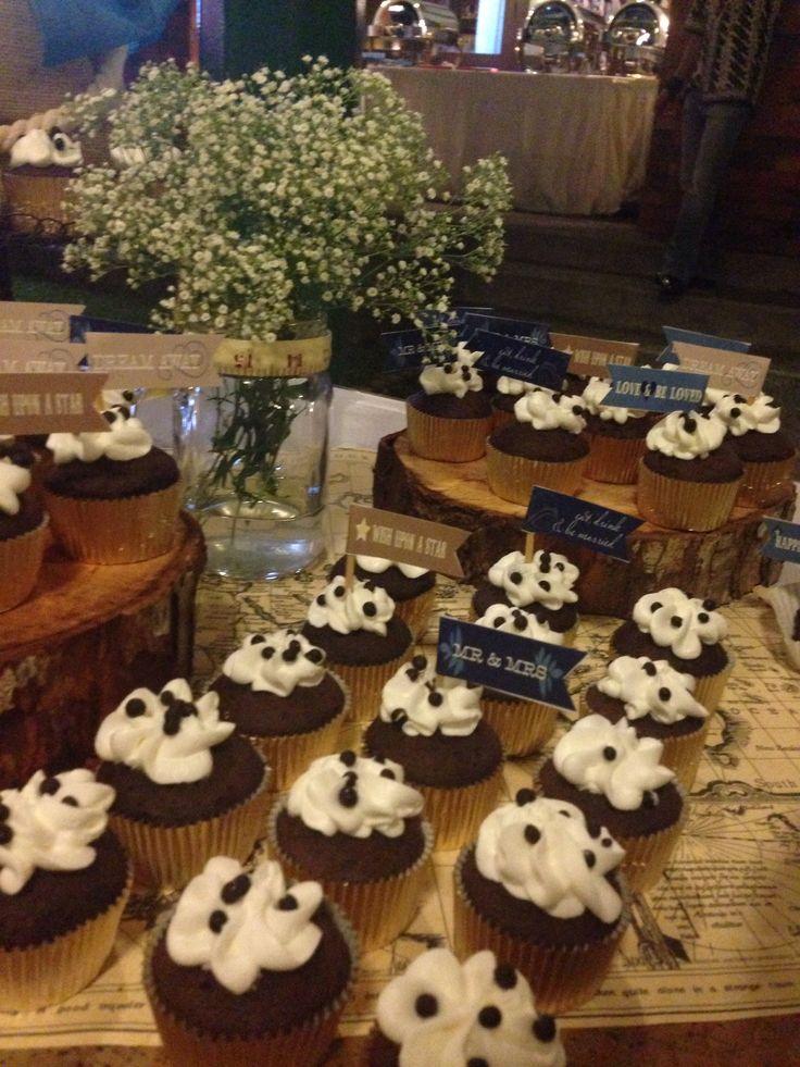 Cupcake#rustic#weddingparty#sweettable#desserttable#raetable