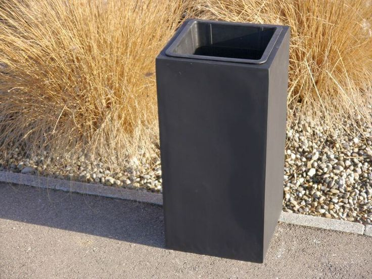 FERTIGSET: Pflanzkübel mit Einsatz aus Fiberglas in schwarz-anthrazit