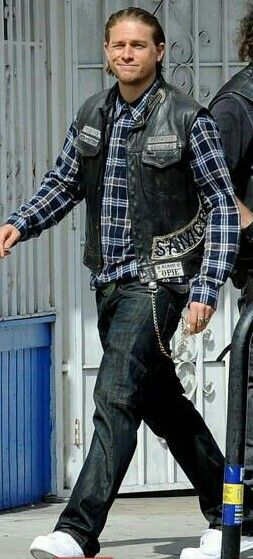 """Charlie Hunnam first day back to film season finale of """"Sons Of Anarchy"""""""