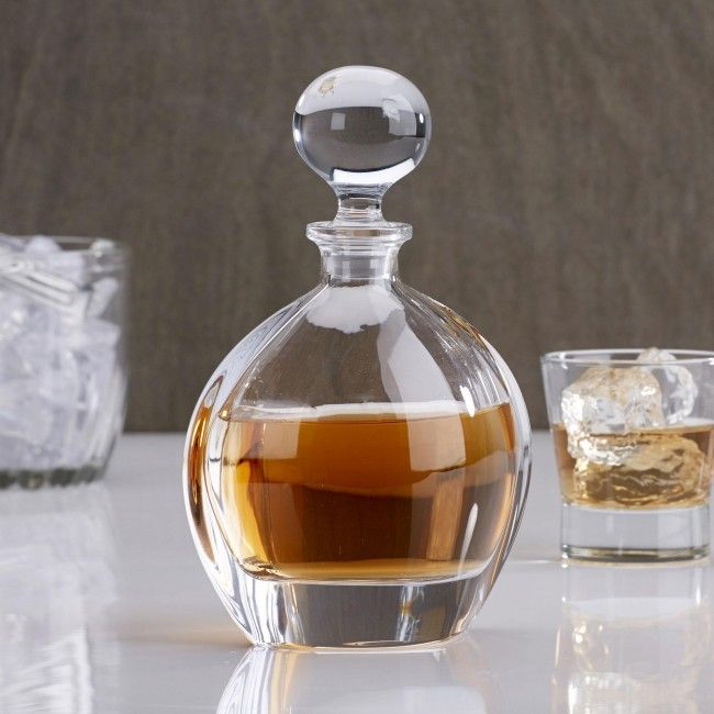 Add some style to your bar with an elegant Bohemia Whisky Decanter.