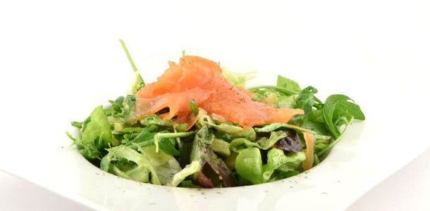 Gerookte zalm salade met citrusdressing
