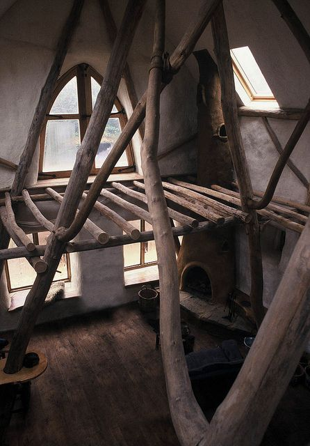 I would love this loft structure in my tiny house-to-be. Or treehouse. I'll take either.