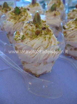 Bicchierini con Crema di Salmone e Pistacchi   http://www.latavolozzadeisapori.it/ricette/bicchierini-con-crema-di-salmone-e-pistacchi