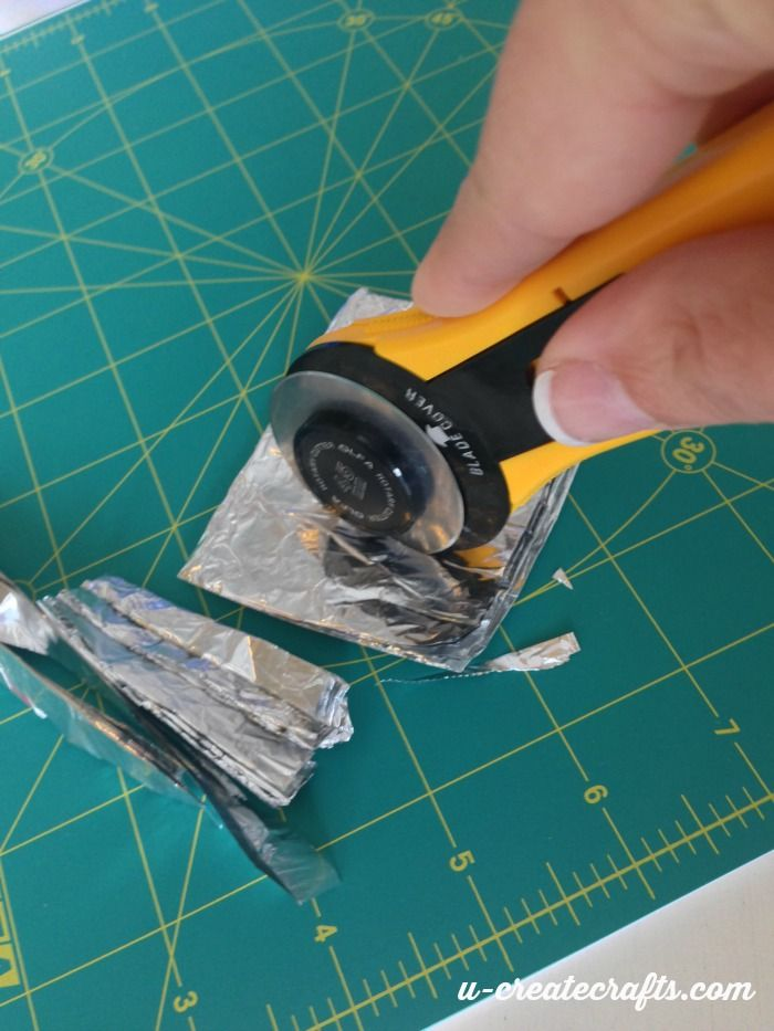 How to Make Your Rotary Cutter Last Longer Sharpen rotary cutter blade by folding tin foil several times and cutting it with Cutter.  Test on fabric scraps until it is sharp.