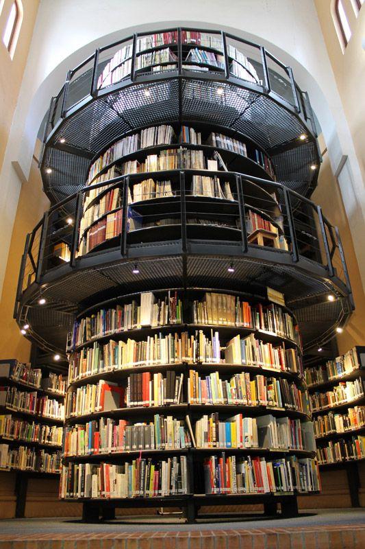 Biblioteca Satélite de Arquitectura y Diseño, Universidad de los Andes, Bogota, Colombia. International student reviews about Universidad de Los Andes on: http://www.schoolgator.com/university/profile/university-of-los-andes/14.html