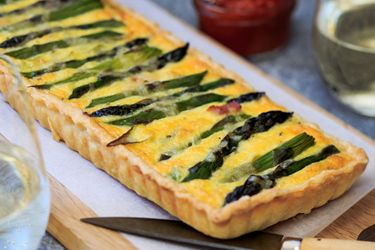 Asparagus, ham and gruyere tart