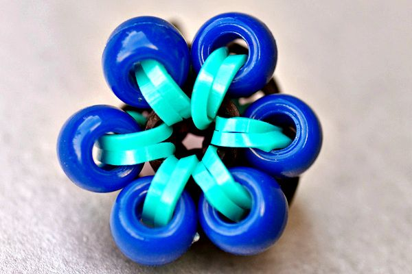 How to Make a Beaded Flower Charm - Rainbow Loom - from LoomLove.com