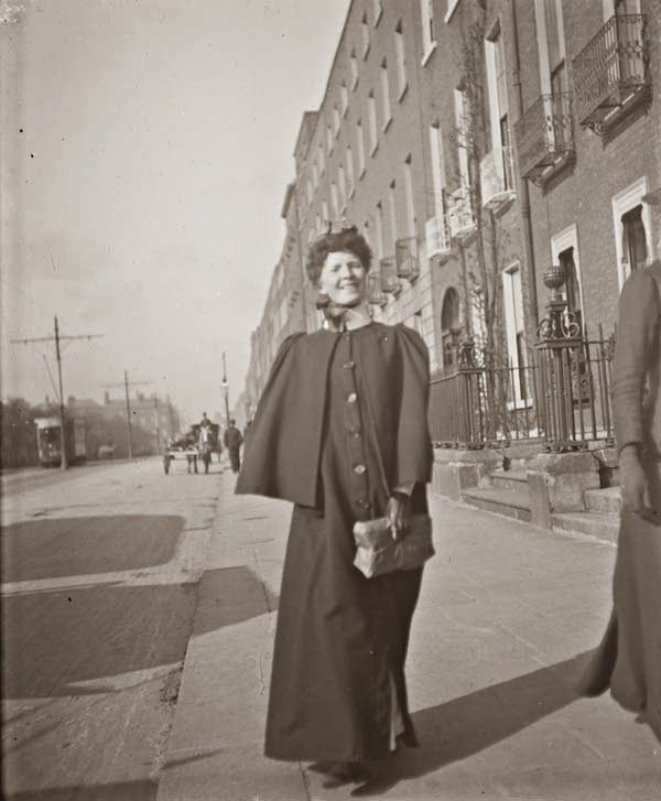 vintage everyday: Street Scenes in Ireland from between 1890-1910. Nurse on Merrion Square