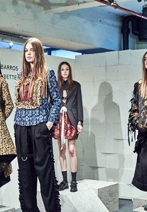 VOGUE PORTUGAL : Em Londres com o Portugal Fashion, Alexandra Moura apresentou uma aliança arrojada de padrões florais, tons sombrios e peças overiszed com texturas provocantes.