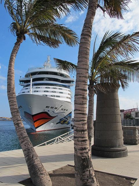 El crucero AIDAsol en el Muelle de Santa Catalina de Las Palmas de Gran Canaria. Islas Canarias
