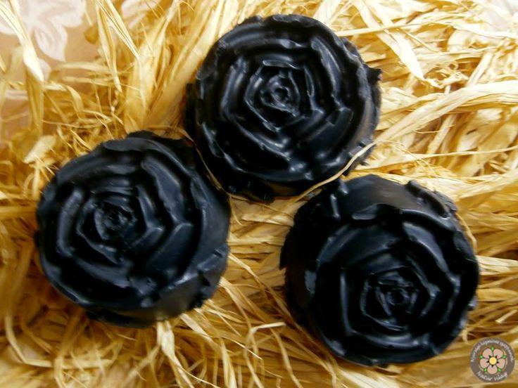 Tizenévesek között hatalmas a rajongótábora a fekete szappannak, hiszen a pattanások réme. Levendula, citrom és illatmentes változatban