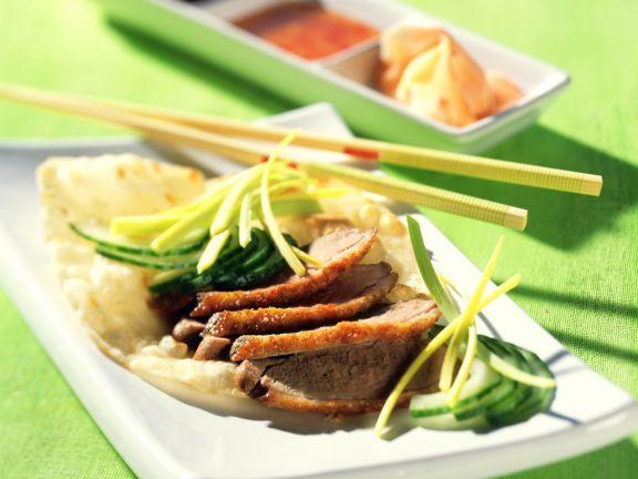 Peking Ente mit Pittabrot ist ein Rezept mit frischen Zutaten aus der Kategorie Ente. Probieren Sie dieses und weitere Rezepte von EAT SMARTER!