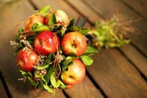 букет невесты с яблоками