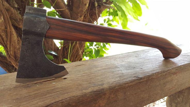 Cutelaria Artesanal Cavaledo: Machado Viking com cabo curvado - Não disponível