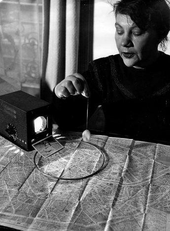 Robert Doisneau - Occultisme Madame Maury 1948