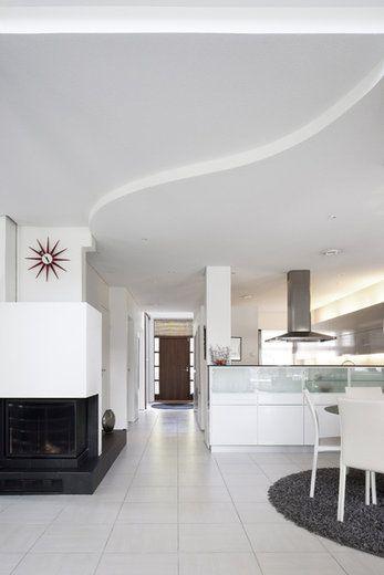 Sisääntulokäytävä johdattaa taloon tulijat keskelle taloa. Lisää ideoita www.lammi-kivitalot.fi