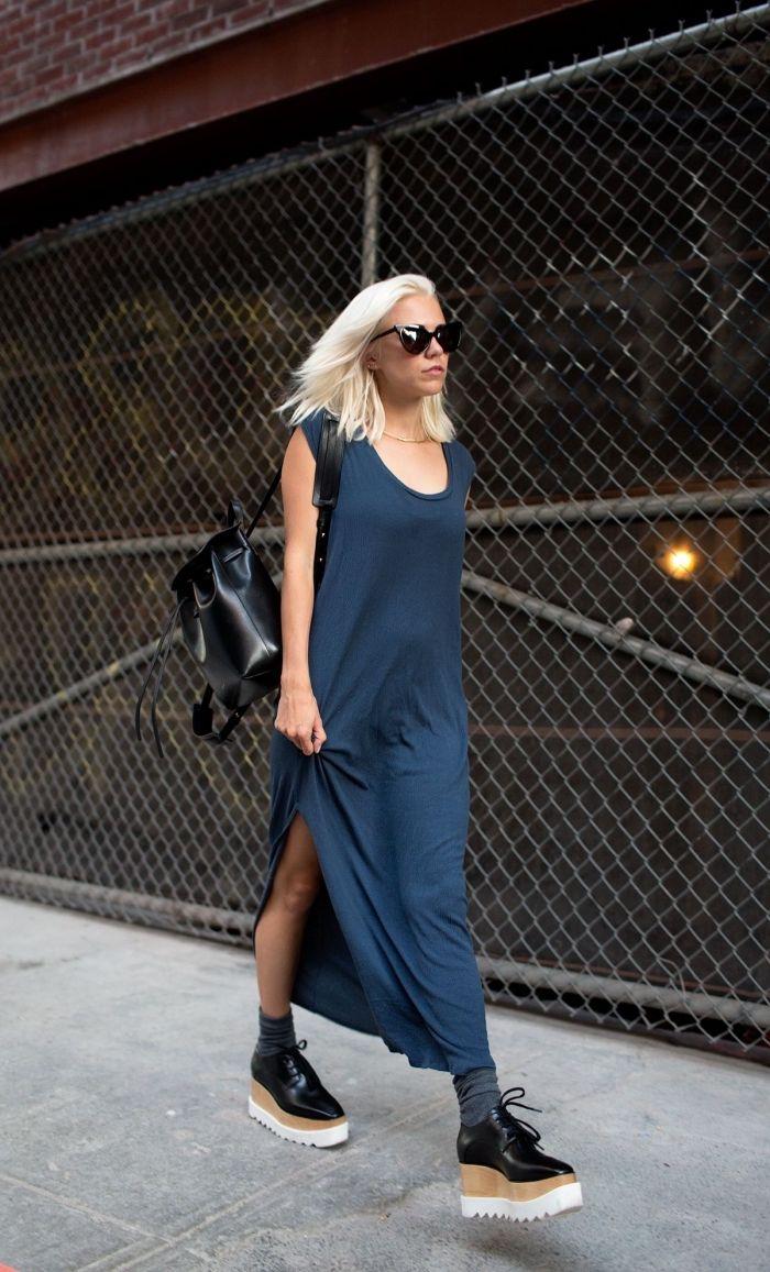 robe-longue-style-casual-chic-derbies-compensées -sac-a-main-cuir-noir-lunettes-de-soleil-noires-chaussettes-apparentes-souliers-plateformes 9d0bc1c3c0f3