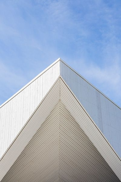 En kyrka som ett tält av LINK, foto Hundven-Clements http://www.tidningentra.se/reportage/algards-nya-kulturella-samlingsplats #arkitektur i #trä